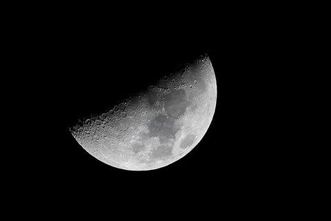 180224上弦の月.jpg